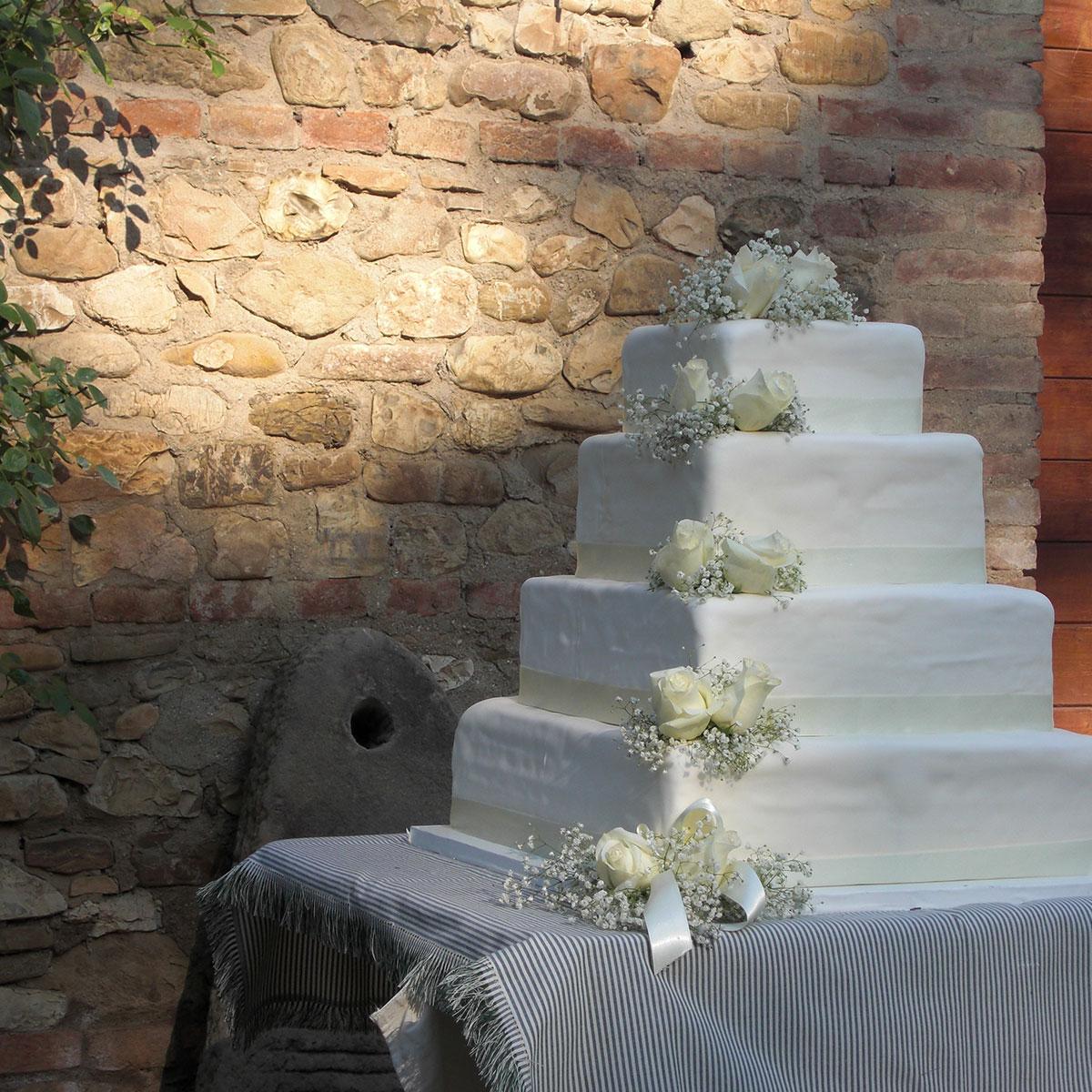 Torta di matrimonio con rose | Negriricevimenti.com